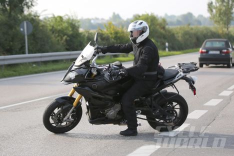 2015-bmw-s1000xr-spy-shot-3