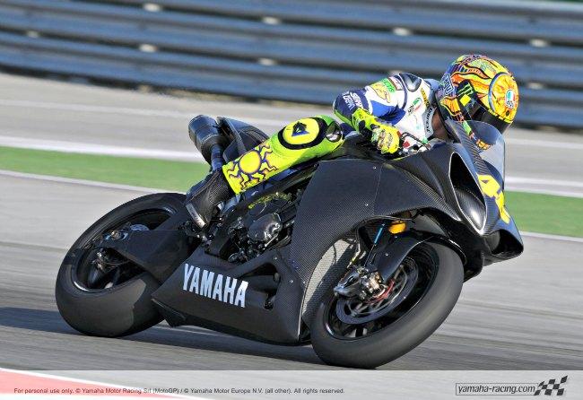 ¿-Valentino-Rossi-probador-de-la-Yamaha-R1-2015-