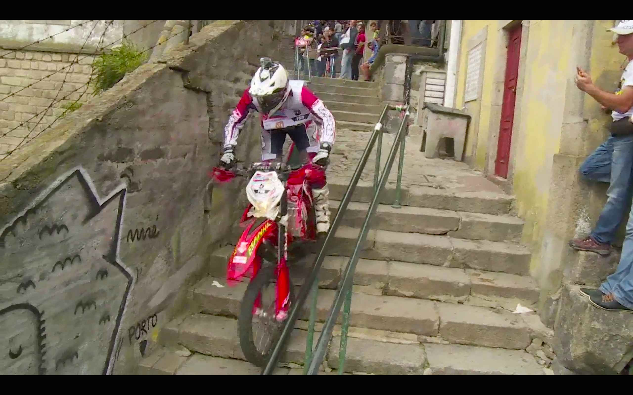 redbull-hard-enduro-racing-through-the-city