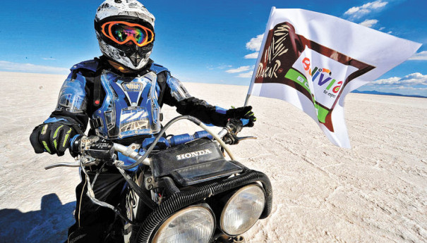 motociclista-Uyuni-bienvenida-Dakar-competencia_LRZIMA20130929_0038_4