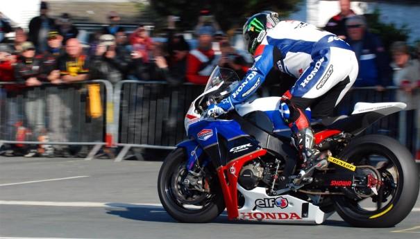 Isle-of-Man-TT-2012-04-John-McGuinness
