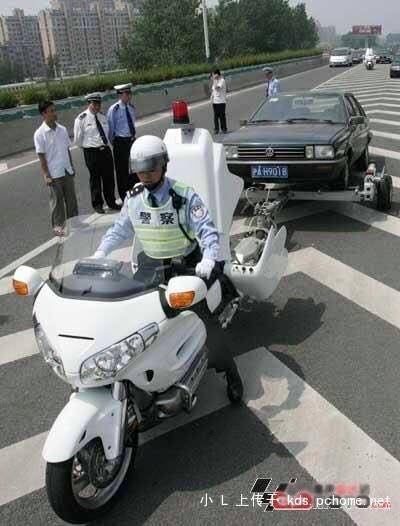 honda-gold-wing-used-as-a-tow-truck-is-an-epic-sight_1