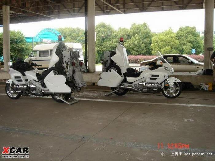honda-gold-wing-used-as-a-tow-truck-is-an-epic-sight_3