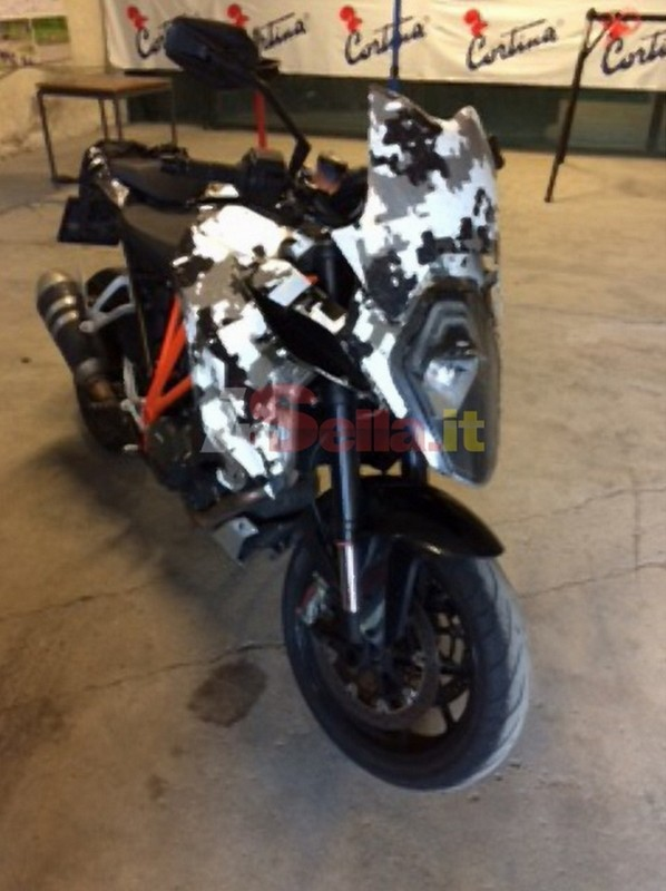 ktm-1290-sm-t-spied-in-italy_3
