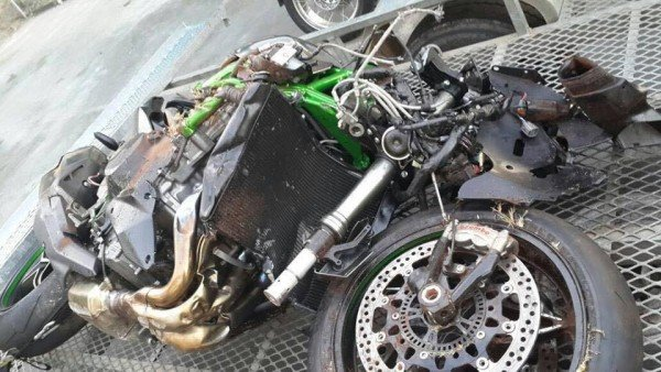 600x338xKawasaki-Ninja-H2-Demo-Bike-Crashed-South-Africa-600x338.jpg.pagespeed.ic.kZLP7_Awbp