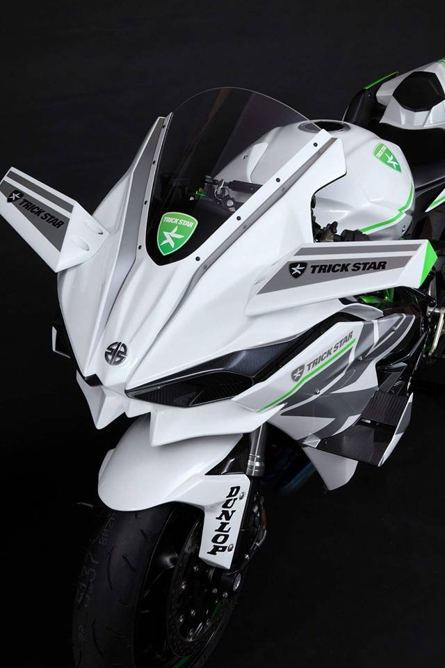 2016-kawasaki-ninja-h2r-in-white-livery-is-the-queen-of-supercharged-ice_4
