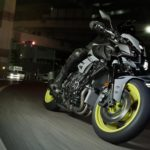 2016-Yamaha-MT-10-EU-Night-Fluo-Action-001
