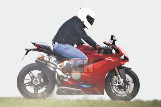 Ducati-1299-Panigale-spy-shotjpg