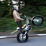 dougie-lampkin-isola-di-man-wheelie-record-2016-01_0