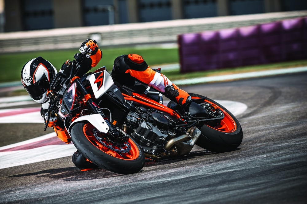 2017-ktm-super-duke-1290r-new-superduke-4