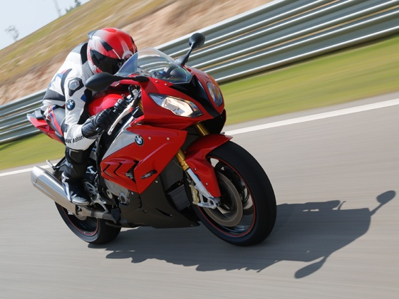 2015-bmw-s1000rr-pic-image-photo-zigwheels-motorcycle-30092014-m1_560x420
