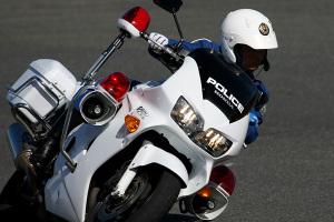 「 ヘルメット は バイク に乗る前に被りましょう」という分かりやすい 映像 !!