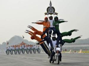 インド の共和国記念日の バイク がすごすぎる!!