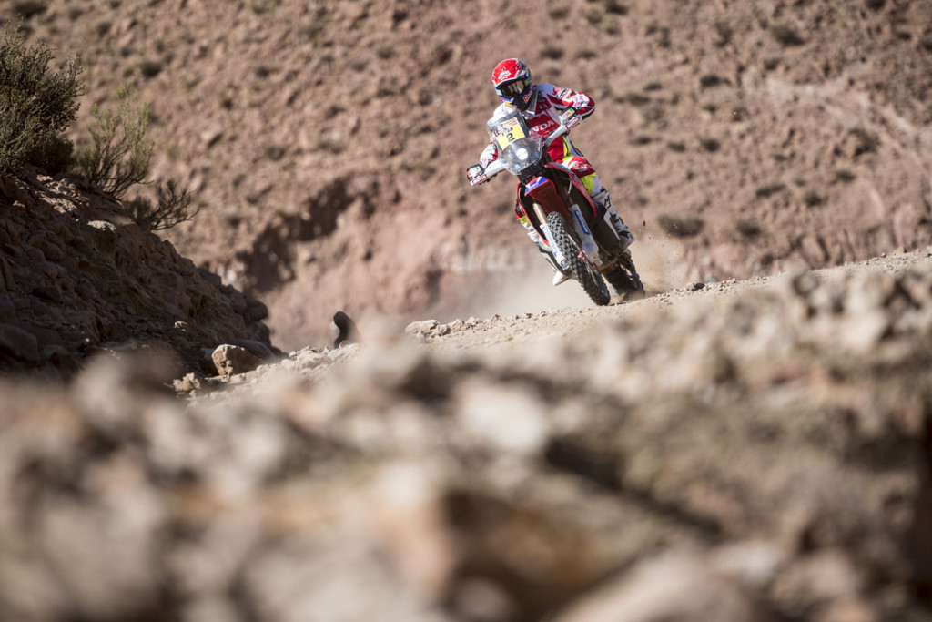 hondahrc-s-joan-barreda-competes-in-dakar-rally-2015-stage-11-in-chile