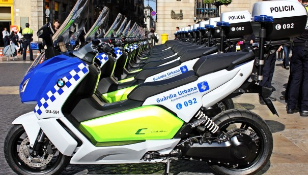 bmw-delivers-first-electric-maxi-scooters-to-barcelona-police-sales-go-up_4