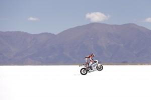MOTO GPマシンで 塩湖 を走ってみた♪笑