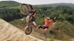 バイクが宙を舞う。REDBULL エンデューロ 。