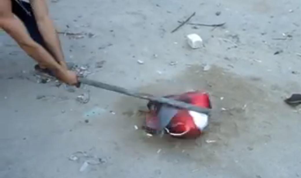【衝撃】中国製ヘルメットの検証をするロシア人映像すごい。