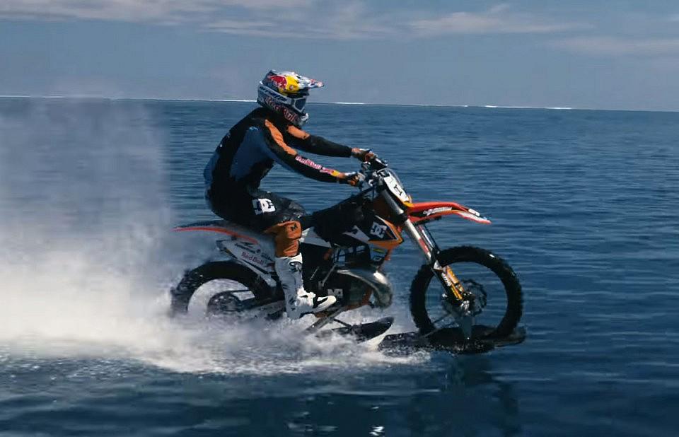 あなたの バイク 水上 走行出来ますか?