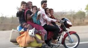 バイク で見る インド がすごい。