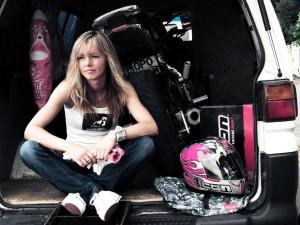 こんな 美女 が バイクスタントするの?