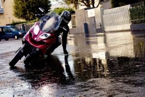 これぞバイクのSUV(Safe Utility Viecle)! 4輪バイク 映像がこちら!