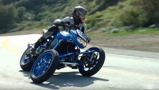 カワサキZ1000のフロント2輪の3輪バイク