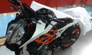 KTM 新型DUKE390がすごい顔になってます!!