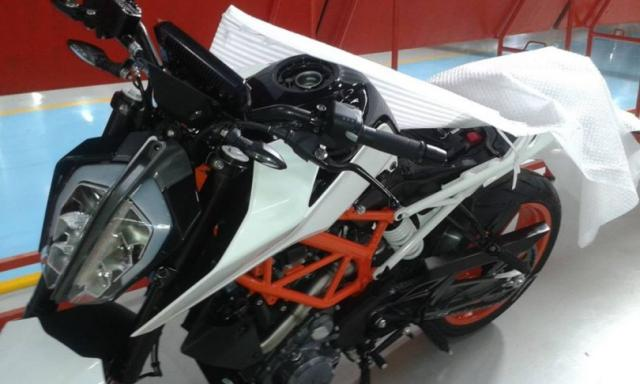 next-gen-ktm-duke-390-spy-shot-810x486