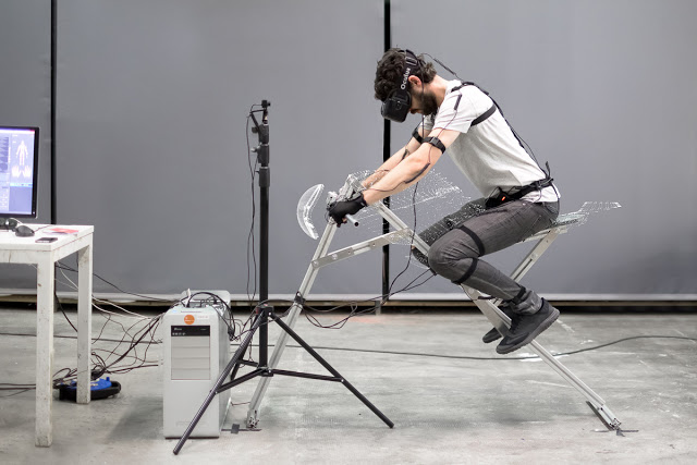 VR技術で変身したBMW R1200Rがすごい!