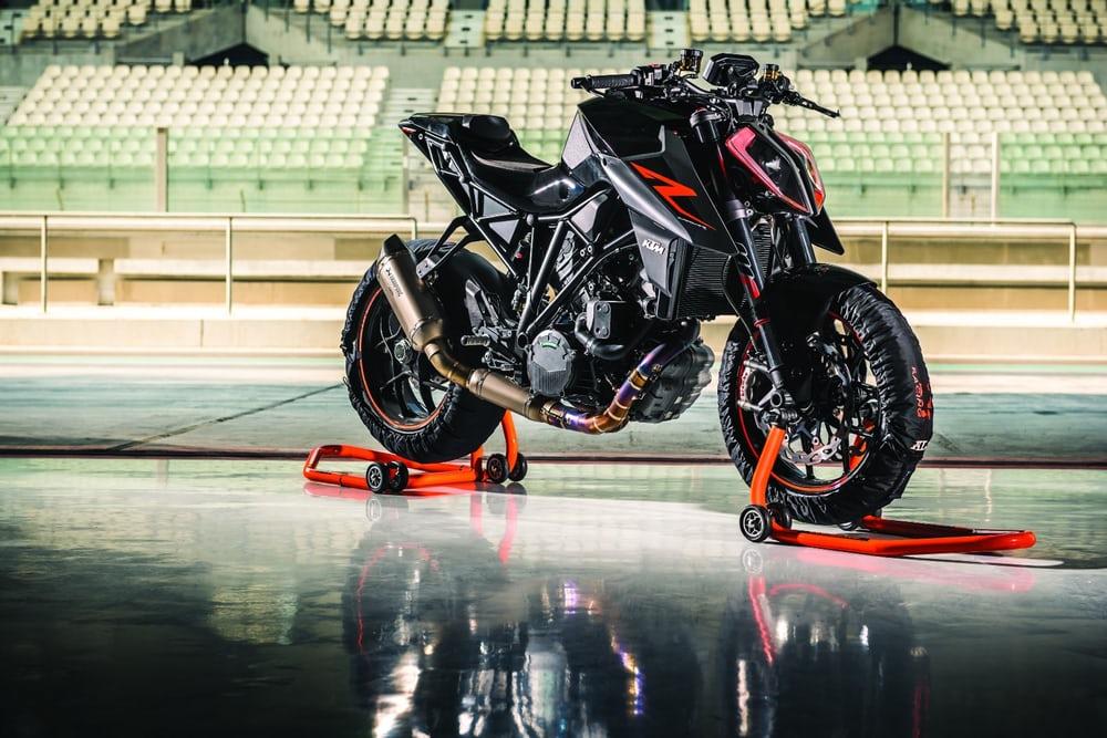 KTM Super 1290 DUKE R 公開! これはスパルタン!