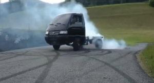 おもしろ映像!軽トラに隼エンジンを積むとこうなる。