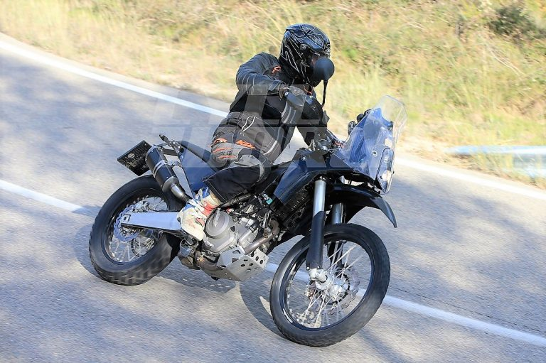 KTM 390Adventure スパイショット!