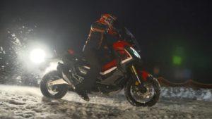 マルケス X-ADV で雪上ライド!