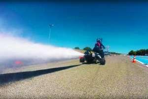 水で走るロケットトライク(バイク)があまりにも速すぎてすごい!