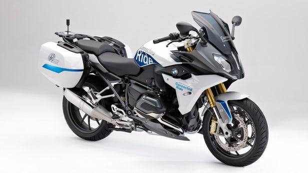 BMW バイク同士が通信し合えるコネクテッドバイクを公開!