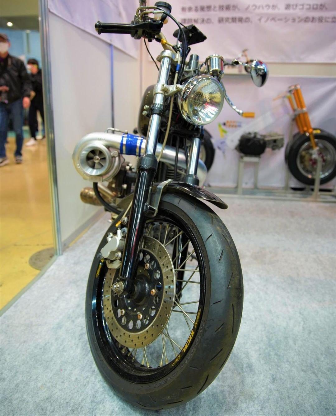 でっかいターボ付きのすごいバイク!乗ってみたい!