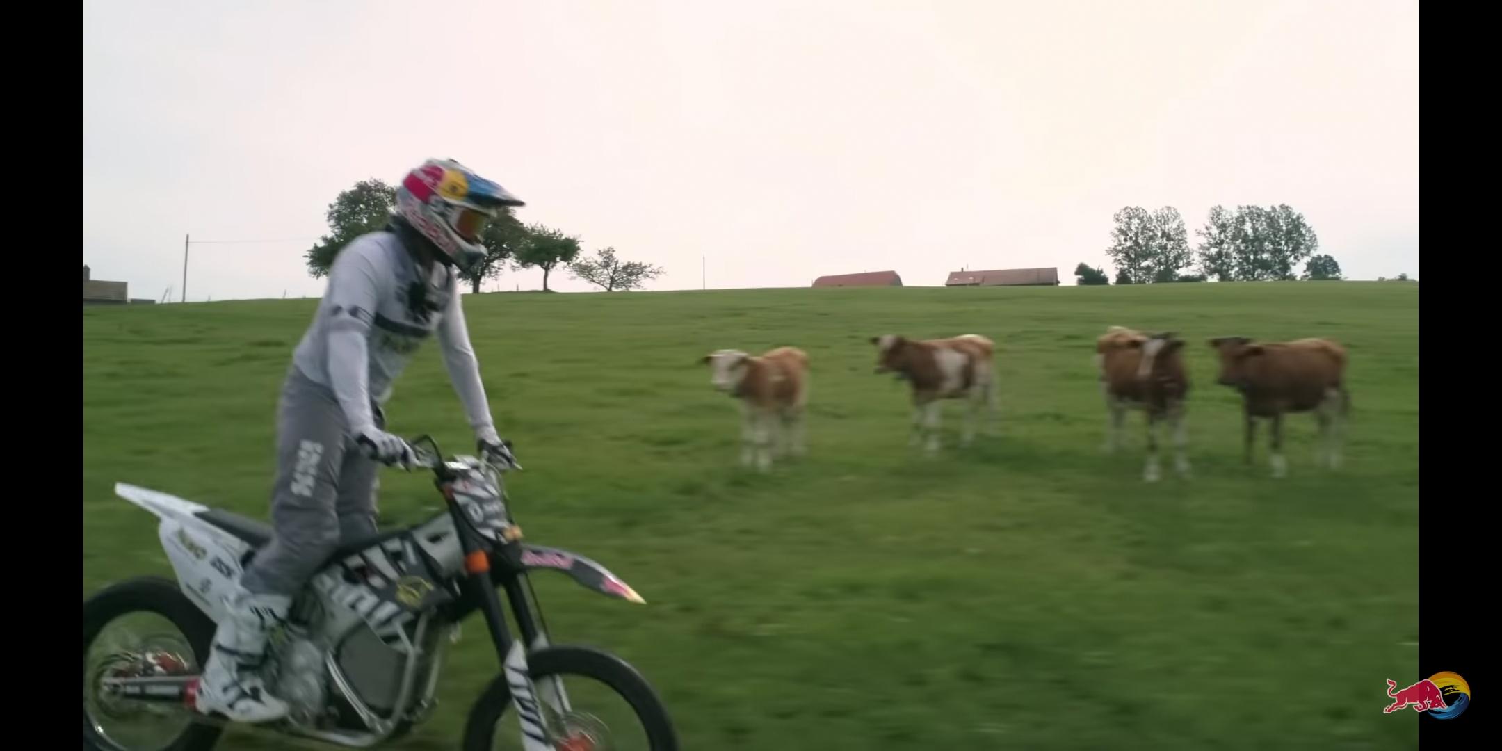 KTM電動フリースタイルモトクロスが素敵!牧場がコースになります!