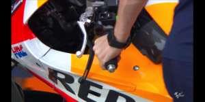 レプソルホンダのマルケス号が左手リアブレーキをテスト!