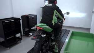 Kawasaki(カワサキ) ZX-25Rダイナモ上でレブらせてる音が素敵!